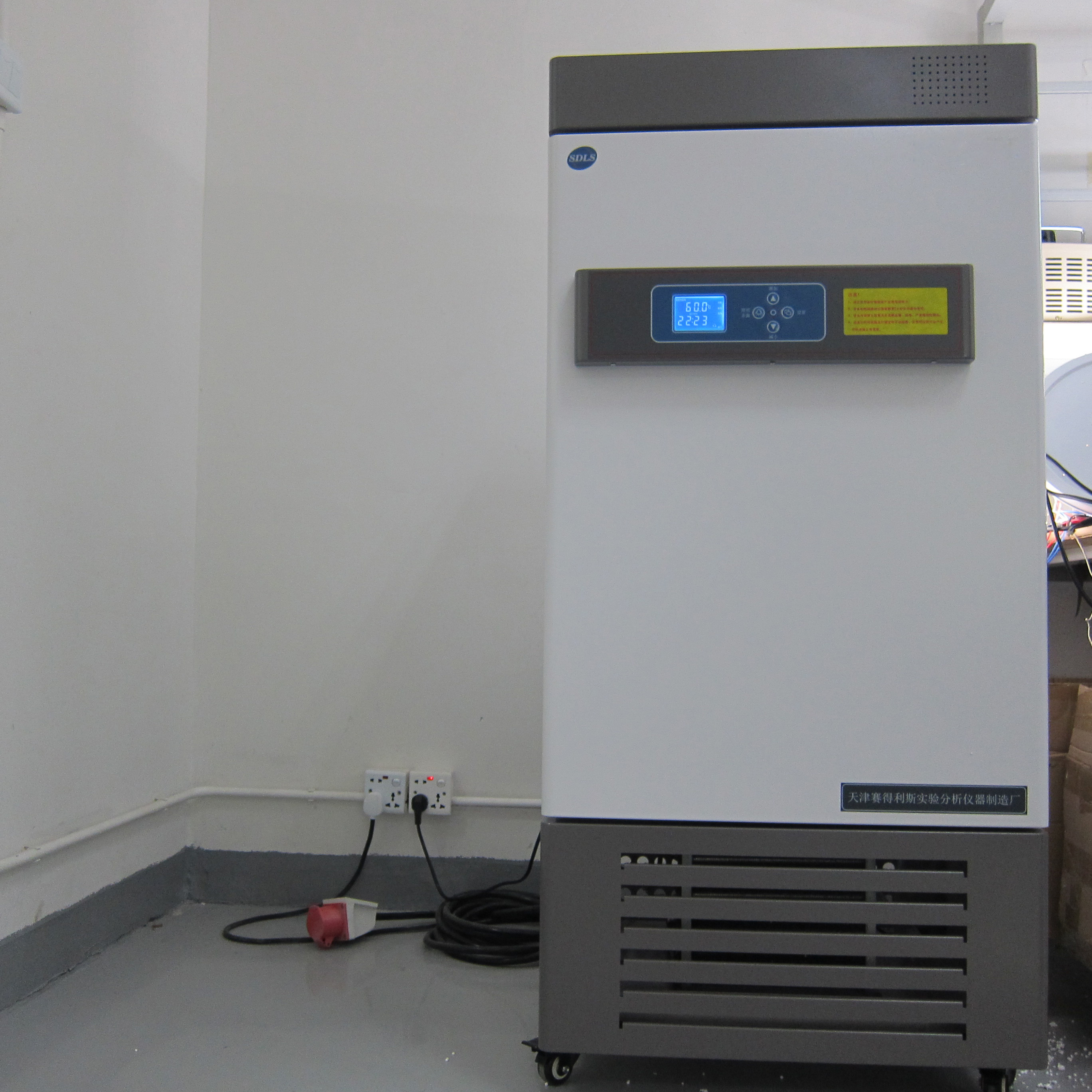 Temperature aging test chamber